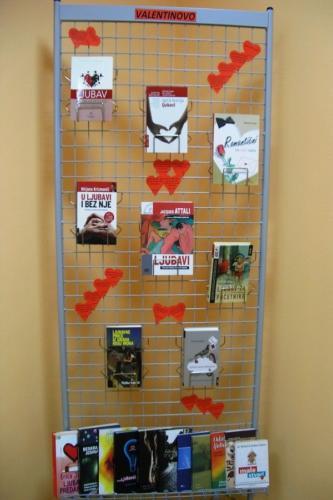 izlozba-valentinovo-u-knjiznici-9